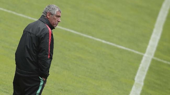 Jabatan Fernando Santos di kursi pelatih tak tergoyahkan usai berhasil membawa Portugal juara Piala Eropa 2016. (AP Photo/Luis Vieira)