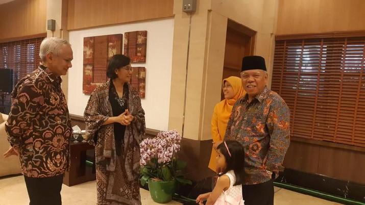 Seorang anggota Dewan Perwakilan Rakyat (DPR) secara terang-terangan menyebut Sri Mulyani sebagai penyebar hoax paling andal di Indonesia.