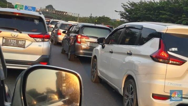 Kemacetan parah terjadi di Jalan Tol Trans Jawa, terutama ruas Jakarta-Cikampek, pada arus balik Lebaran 2019.