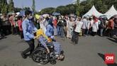 Jokowi kemudian kembali ke Istana dan warga yang mengantre mulai membubarkan diri. (CNN Indonesia/Adhi Wicaksono)