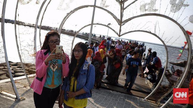 FOTO: Libur Lebaran, Ragunan dan Ancol Ramai Wisatawan