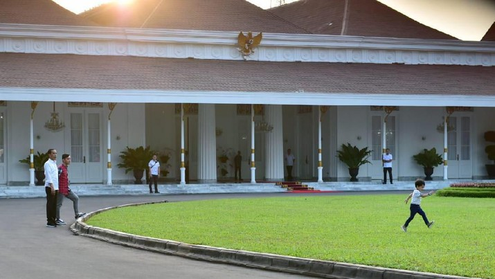 Lebaran Kedua, Suasana Open House Jokowi & Jan Ethes di Jogja