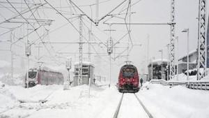 Melintasi Kutub Utara dengan Kereta Mewah