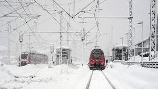 Rusia Resmikan Kereta Wisata yang Lewati Kutub Utara Artik