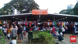 Pedagang Monas Mendulang Rezeki Lebaran 2019