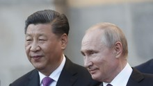 Putin Beri Kado Ulang Tahun Es Krim Raksasa untuk Xi Jinping