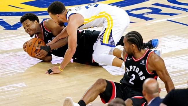 Toronto Raptors berhasil menang 123-109 atas Golden State Warriors pada gim ketiga final NBA 2019. Gim keempat akan berlangsung di Oracle Arena, Sabtu (8/6) pagi WIB. (REUTERS/Kyle Terada-USA TODAY Sports)