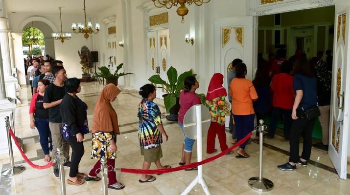 Hari kedua Idulfitri 1440 H dimanfaatkan Presiden Joko Widodo untuk bersilaturahmi dengan masyarakat Daerah Istimewa Yogyakarta (DIY).