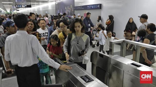 Kereta MRT Jakarta beroperasi normal seperti biasa selama libur Lebaran. (CNN Indonesia/Adhi Wicaksono)