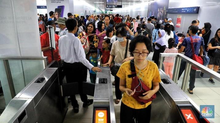 Fasilitas pembayaran MRT Jakarta akan semakin beragam termasuk dengan sistem QR Code.