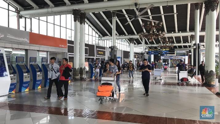 Berdasarkan pantauan CNBC Indonesia, sampai pukul 12.43 WIB, belum terjadi kepadatan arus balik di bandara tersebut.