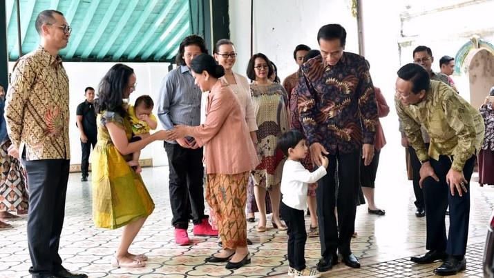Presiden Joko Widodo beserta Ibu Negara Iriana Joko Widodo bersilaturahmi ke keluarga Keraton Ngayogyakarta Hadiningra.