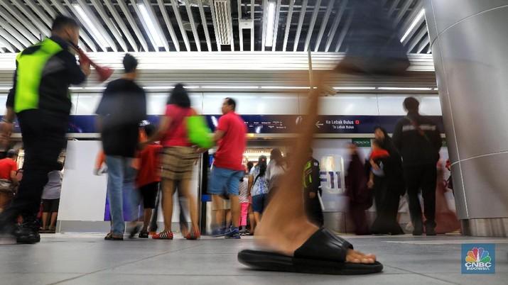 Saat Lebaran, MRT Ramai Digunakan untuk Silaturahmi