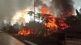 Gubernur Sultra Janji Bangun Rumah Warga Buton yang Dibakar