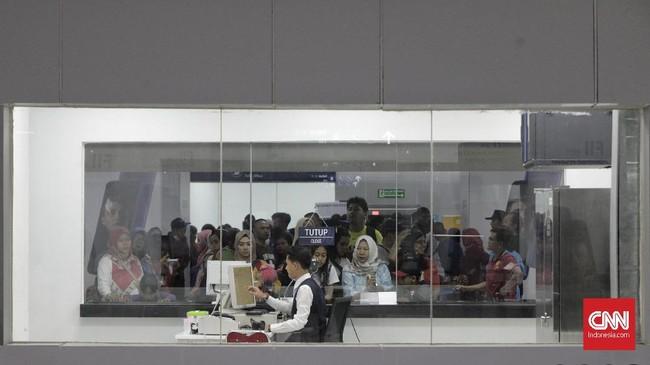 Warga menggunakan transportasi kereta MRT saat libur Hari Raya Idul Fitri di Stasiun MRT Bundaran HI, Jakarta, Jumat, 7 Juni 2019.(CNN Indonesia/Adhi Wicaksono)