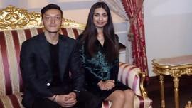 Rayakan Pernikahan, Oezil Biayai Operasi 1.000 Anak