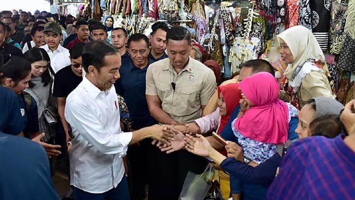 Presiden Joko Widodo (Jokowi) untuk kesekian kalinya tak ragu melampiaskan kejengkelannya di depan menteri
