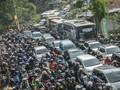 Arus Kendaraan di Cirebon Padat Merayap pada Minggu Siang
