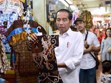 Keseruan Jokowi & Jan Ethes Beli Batik di Pasar Beringharjo