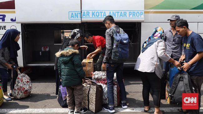 Lebih dari 8.000 Pemudik Tiba di Terminal Kalideres