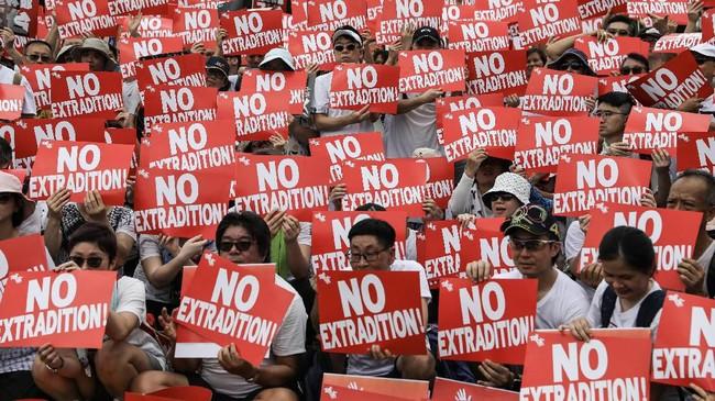 Amerika Serikat, Inggris serta Jerman telah mengkritik RUU tersebut. Sementara 11 utusan Uni Eropa bertemu dengan Carrie Lam untuk memprotes secara resmi. (Photo by DALE DE LA REY / AFP)