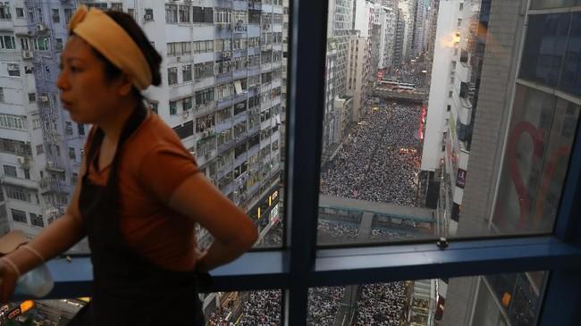 Kepala Eksekutif Hong Kong, Carrie Lam, menjanjikan perlindungan akan dilakukan selama proses hukum di China, untuk memastikan siapa pun yang menghadapi penganiayaan atau penyiksaan politik dan agama tidak akan diekstradisi. (Photo by Dale DE LA REY / AFP)