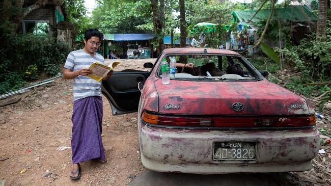 Sejumlah sutradara dan aktor serta aktris Myanmar mulai mencoba kreatif dengan membuat alur cerita yang menantang, serta membuka jaringan dengan pasar perfilman di negara lain. (Photo by Sai Aung MAIN / AFP)