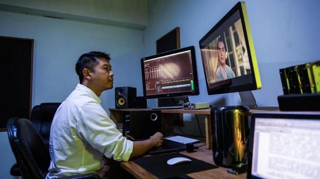 Sejumlah sineas muda Myanmar mencoba mengejar ketertinggalan dari Indonesia dan Kamboja dengan membawa metode dan kemampuan memproduksi film berkualitas. (Photo by Sai Aung MAIN / AFP)