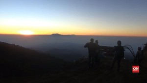 VIDEO: Menyaksikan Indahnya Matahari Terbit di Puncak B29