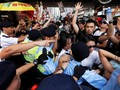 Demo Tolak RUU Ekstradisi di Hong Kong Berujung Bentrok