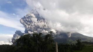 Gunung Sinabung Meletus, Tiga Kecamatan Tertutup Abu Vulkanik