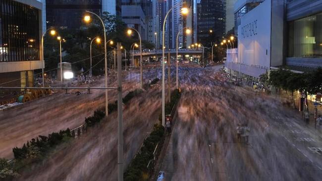 Aksi protes tersebut diharapkan dapat membatalkan RUU, karena banyak orang yang tak percaya dengan sistem hukum di China. (AP Photo/Vincent Yu)