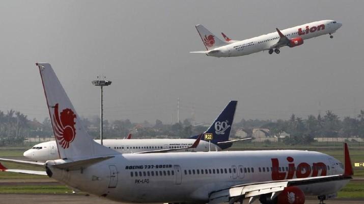 Para maskapai punya beban biaya parkir pesawat di tengah penumpang yang kian susut karena pandemi corona.