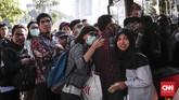 Meski demikian, Jakarta belum kembali ke situasi normal seperti sebelum libur lebaran. PT KAI memperkirakan, 50 persen pemudik menggunakan kereta baru kembali ke ibu kota pada H+10 setelah lebaran. (CNNIndonesia/Safir Makki)