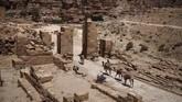 Petra baru mulai ditemukan dan digali lagi pada awal 1800-an. Sejak saat itulah nama kota kuno ini kembali mulai terkenal di dunia, terutama di negara-negara barat. (Photo by THOMAS COEX / AFP)