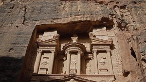 FOTO: Agung Kota Mawar Petra