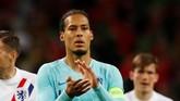 Virgil van Dijk berusaha tegar di akhir laga. Meski kalah, Belanda kini bisa kembali ke persaingan papan atas di Eropa dan dunia. (REUTERS/Rafael Marchante)