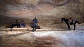 Setelah masa kejayannya lampau, Petra sempat menghilang dari 'peradaban' dunia, disembunyikan oleh gurun yang luas. Reruntuhan bangunannya yang agung ditinggalkan oleh para penghuni. (Photo by THOMAS COEX / AFP)