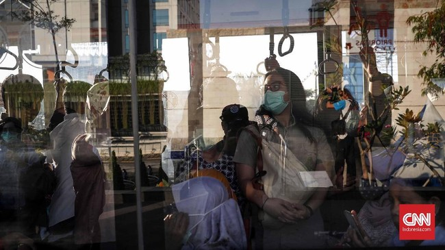 Berdasarkan pantauan CNNIndonesia.com sejak pagi tadi di sejumlah ruas jalan terpantau masih lancar. Laju kendaraan di berbagai ruas jalan utama pun terpantau tanpa hambatan. (CNNIndonesia/Safir Makki)