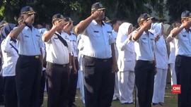 VIDEO: Hari Pertama Kerja, PNS di Jombang Telat Ikuti Apel
