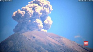 VIDEO: Gunung Agung Erupsi, Kolom Abu Capai 1.000 Meter