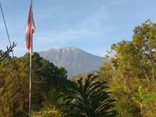 Sempat Erupsi, Gunung Agung & Sinabung Mulai Kembali Normal