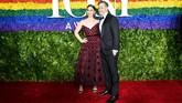 Sara Bareillesmemilih menggunakan gaun merah strapless rancangan Khaite. (Dimitrios Kambouris/Getty Images for Tony Awards Productions/AFP)