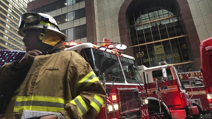 Helikopter Jatuh di Pusat Kota New York, Satu Orang Tewas