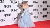 Celia Keenan-Bolger memilih gaun biru lembut bak Cinderella rancangan J. Mendel (Photo by Angela Weiss / AFP)