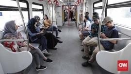 FOTO: Ramai-ramai Warga Jakarta Uji Coba LRT