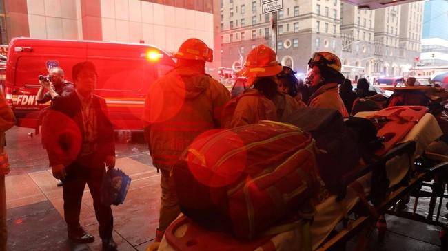 Kejadian itu sempat membuat situasi di pusat Manhattan yang sedang sibuk dan hujan menjadi panik. (Spencer Platt/Getty Images/AFP)