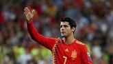 Pada menit ke-85, timnas Spanyol menggandakan keunggulan lewat Alvaro Morata. Morata diberi kesempatan oleh Sergio Ramos untuk mencetak gol lewat tendangan penalti. (REUTERS/Sergio Perez)