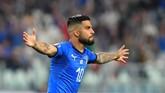 Lorenzo Insigne membawa Italia menyamakan kedudukan di menit ke-49 memanfaatkan umpan sepak pojok Federico Bernardeschi. (REUTERS/Massimo Pinca)