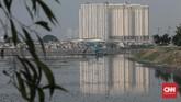 Yusmada menyatakan setidaknya enam eksavator diturunkan untuk melakukan pengerukan di Waduk Pluit sejak April 2019. (CNN Indonesia/Andry Novelino)